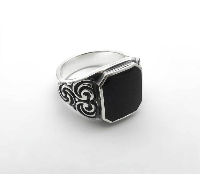 Skeet ring onyx deep engraving