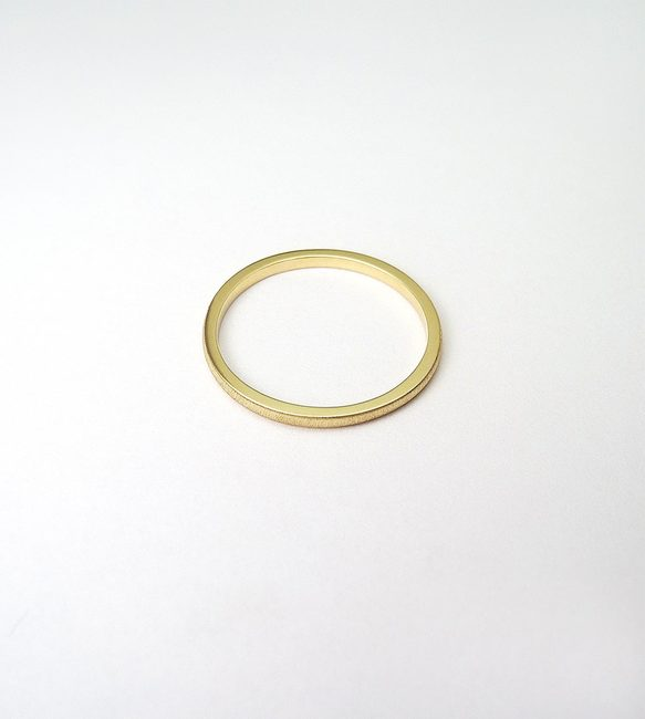prstan minimalističen stackable rumeno zlato mat obdelava