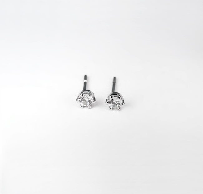 basis studs 010ct diamanten