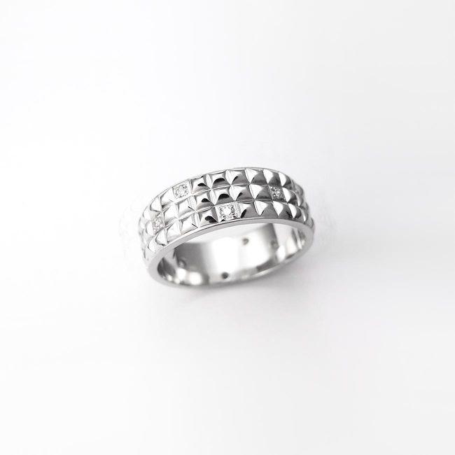 poročni prstan ponavljajoc vzorec ženski zlato diamanti