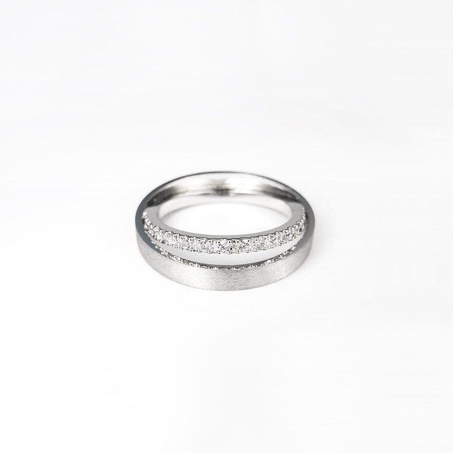 prstan poročni zamaknjena linija diamantov nekaj posebnega