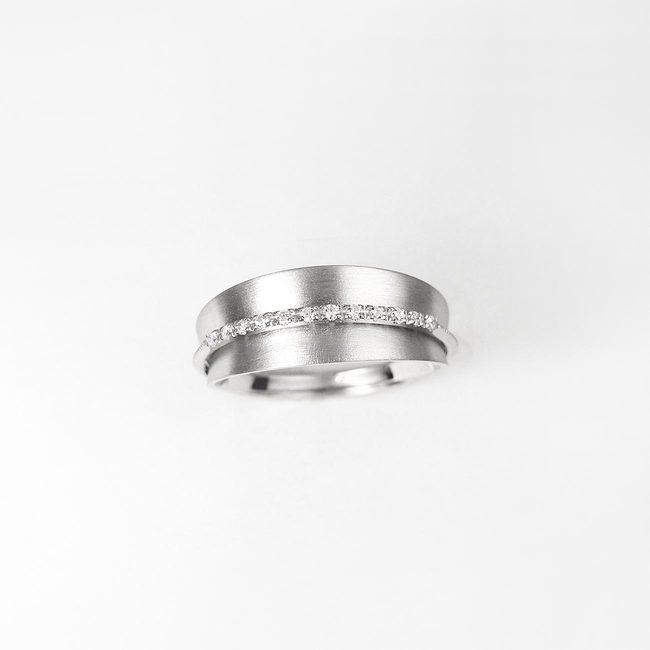 prstan poročni konkaven linija diamantov po sredini