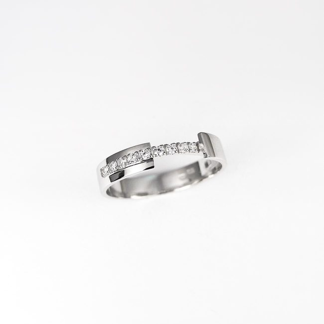 poročna rinka moderna linija diamantov