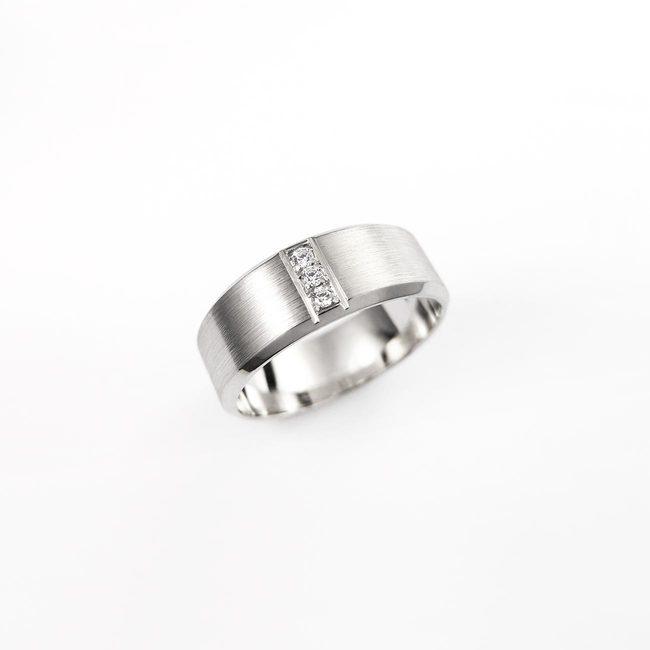 poročni prstan masiven brilianti