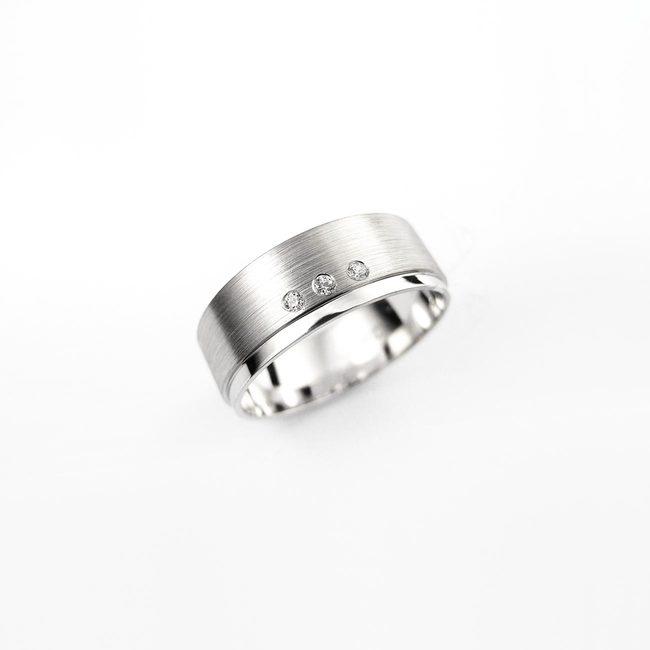 poročni prstan masiven cirkoni
