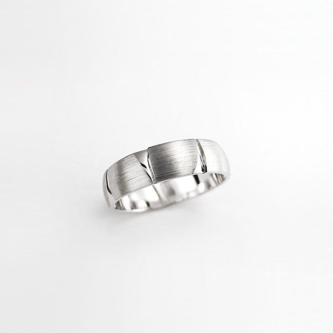 poročni prstan naravni vzorec linije mocne zlato