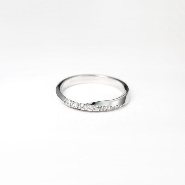 minimalističen prstan zavit