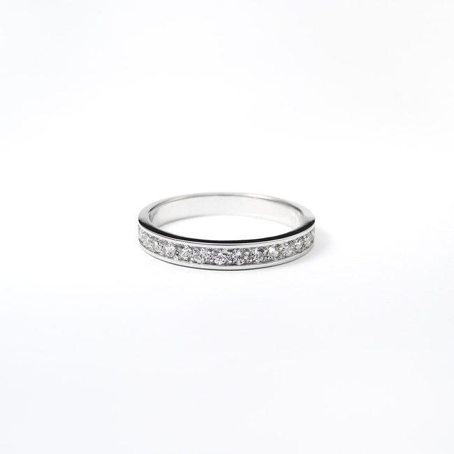 poročni prstan minimalističen dizajn cirkoni