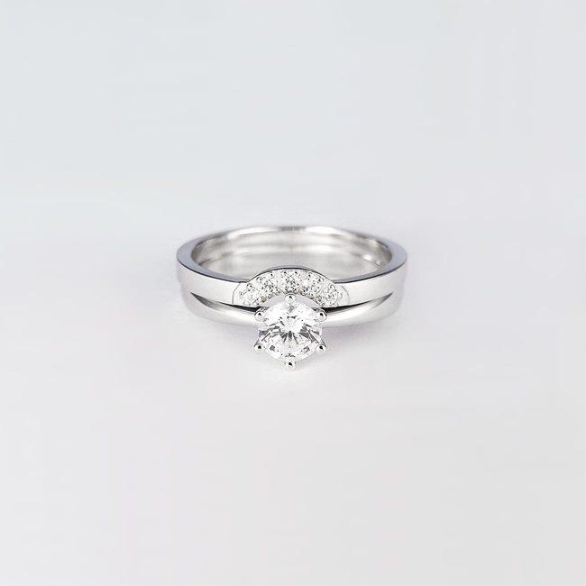eleganten poročni prstan in zaročni prstan diamanti zlato