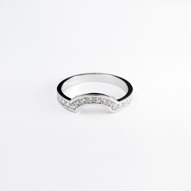poročni prstan skupaj z zaročnim cirkoni