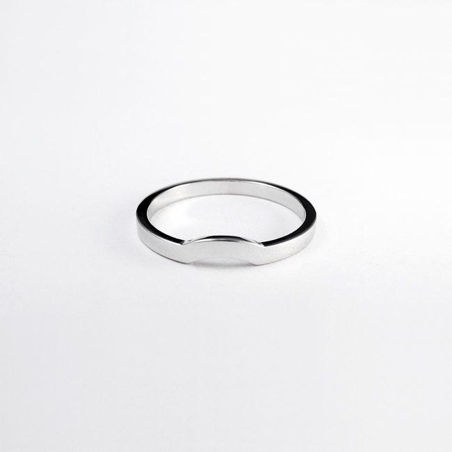 poročni prstan z zaročnim enostaven