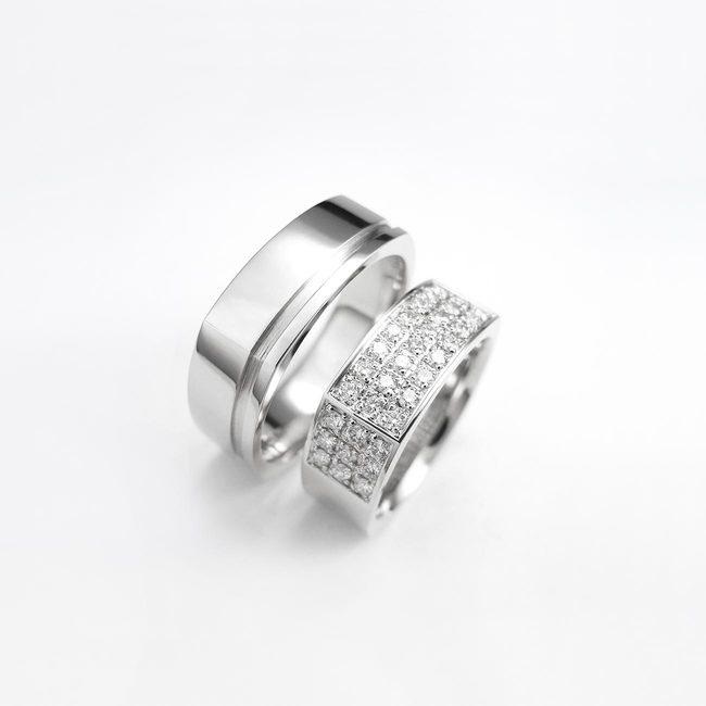 par poročnih prstanov stirikotna oblika cirkoni