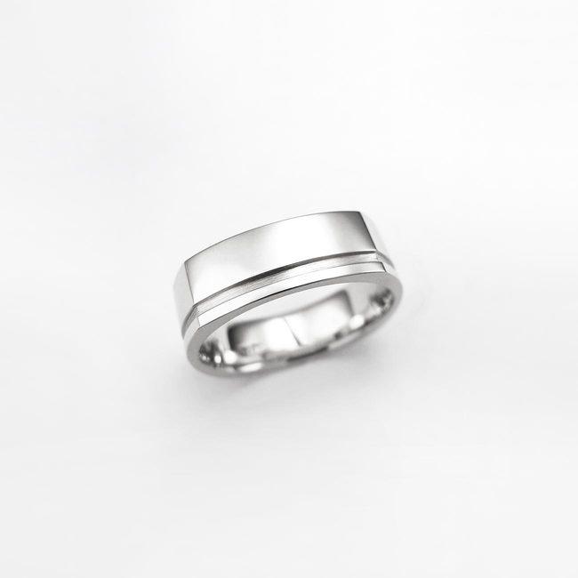 poročni prstan stirikotna oblika moški masiven