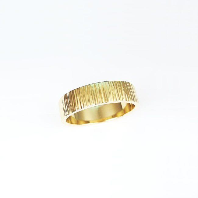 poročna rinka rumeno zlato tolcena precno