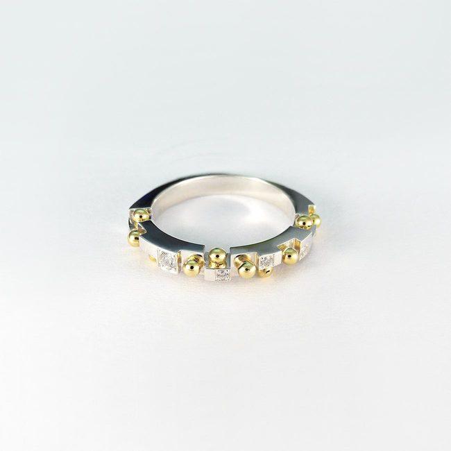 prstan poročni kroglice in diamanti