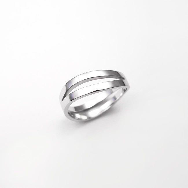 poročni prstan dve prepletajoce linije