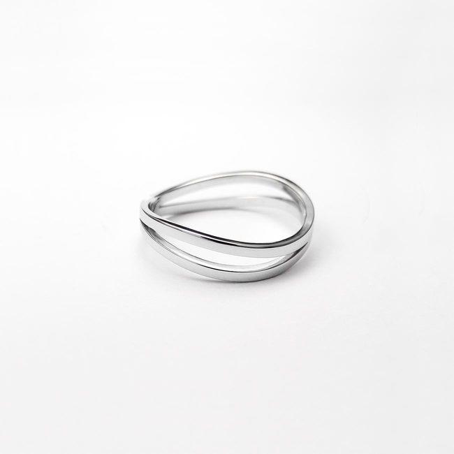 poročni prstan prepletajoc tanjsi