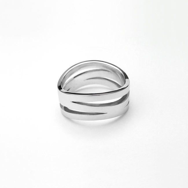 poročni prstan prepletajoc