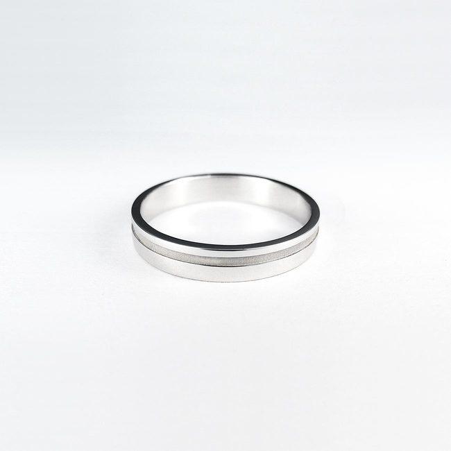 poročni prstani belo zlato z matirano crto