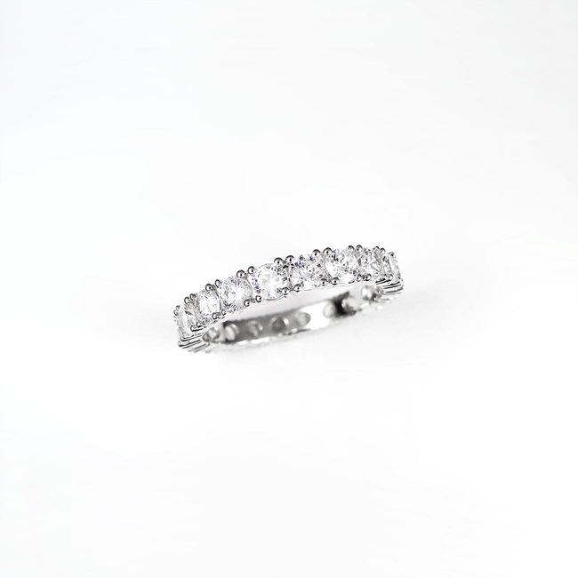 poročni prstan kamni naokoli