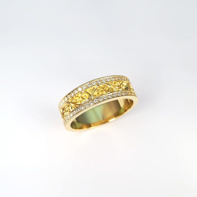 prstan 18 karatno rumeno zlato diamanti bogat vzorec