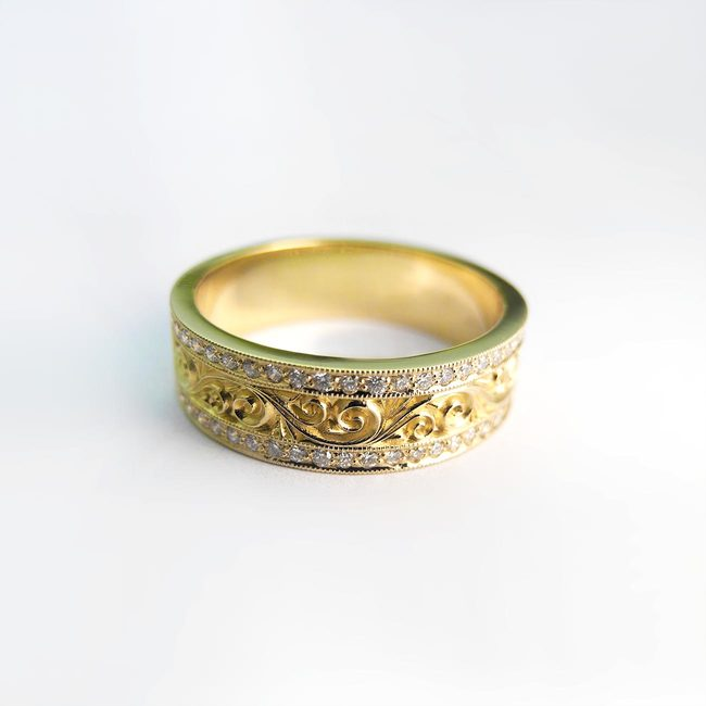 prstan 18 karatno zlato in diamanti baročni dizajn