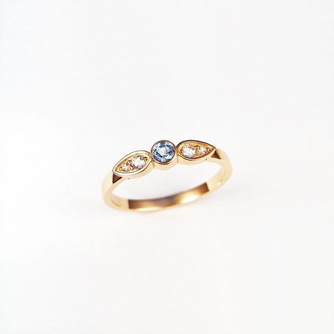 eenvoudige ring blauwe topaas rose goud