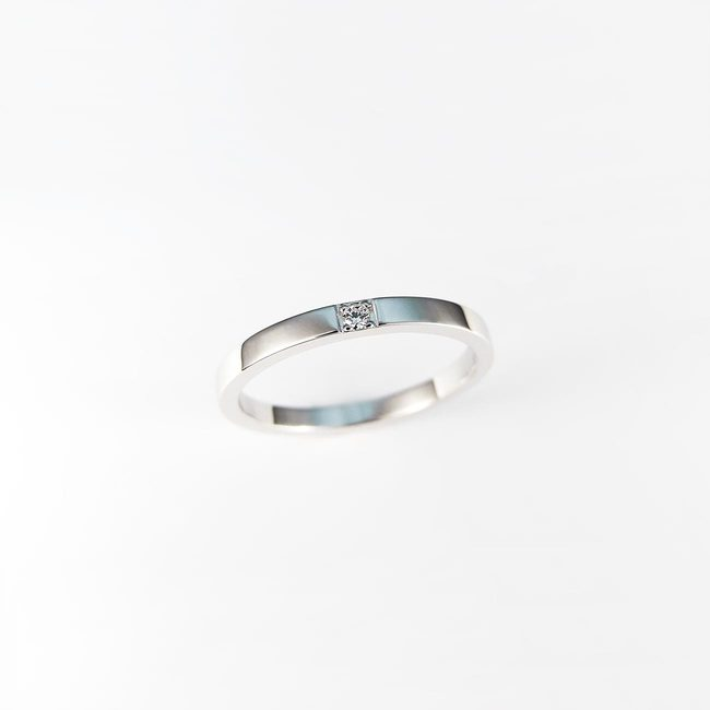 minimalist stackable ring white gold diamond