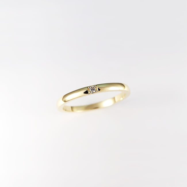 minimalist stackable ring gold diamond