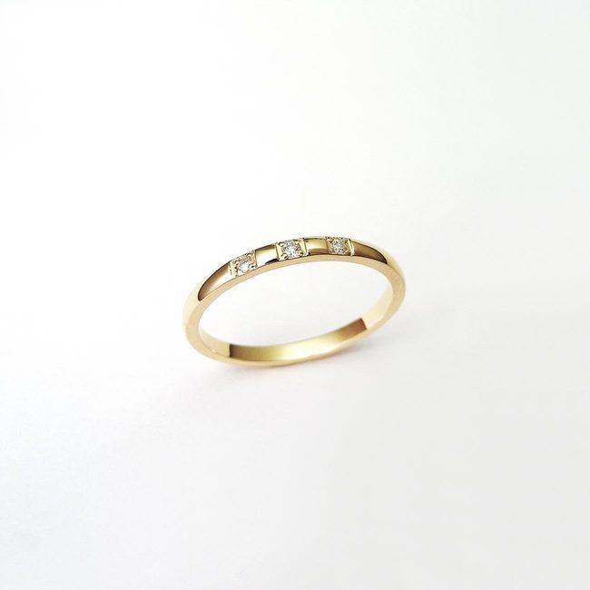 prstan minimalističen rumeno zlato diamanti