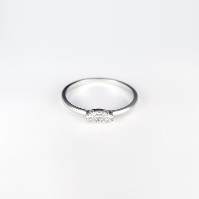 ring wit goud marquise steen modern design