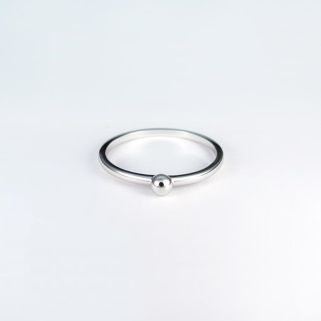 band ring simple with a white gold sphere