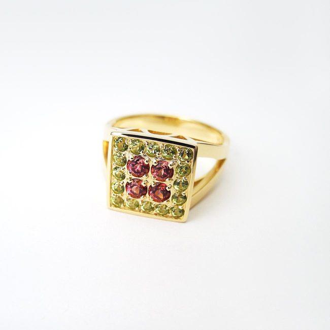 koktajl prstan peridot granat 18k zlat