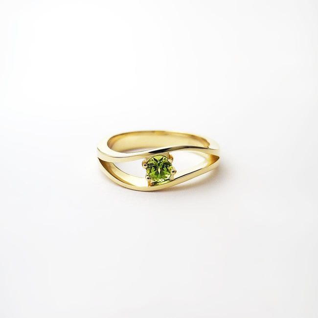 yellow gold ring green peridot stone