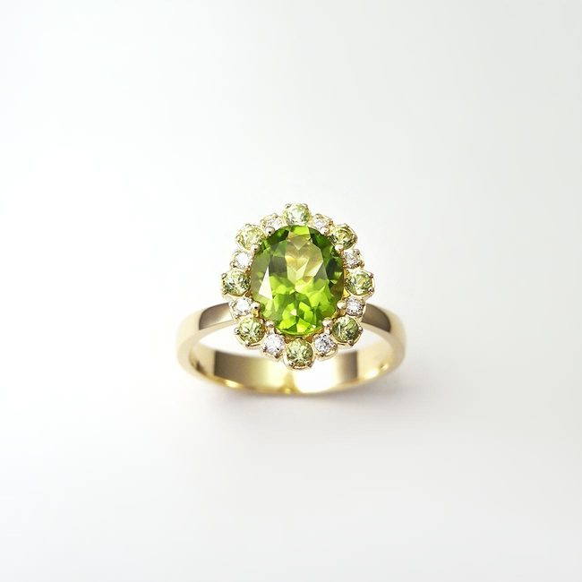anello peridoto in oro giallo con diamante