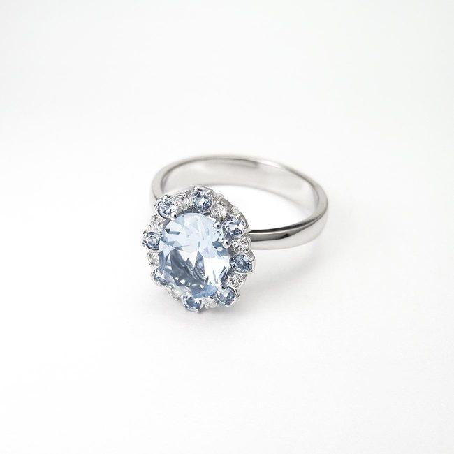 zlat prstan belo zlato diamanti topazi večji topaz