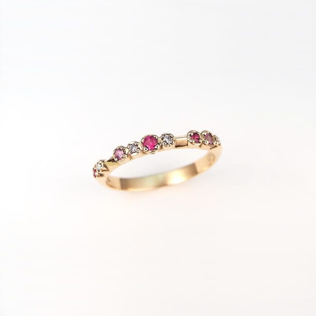 bague colorée diamants rose saphir rouge rubis