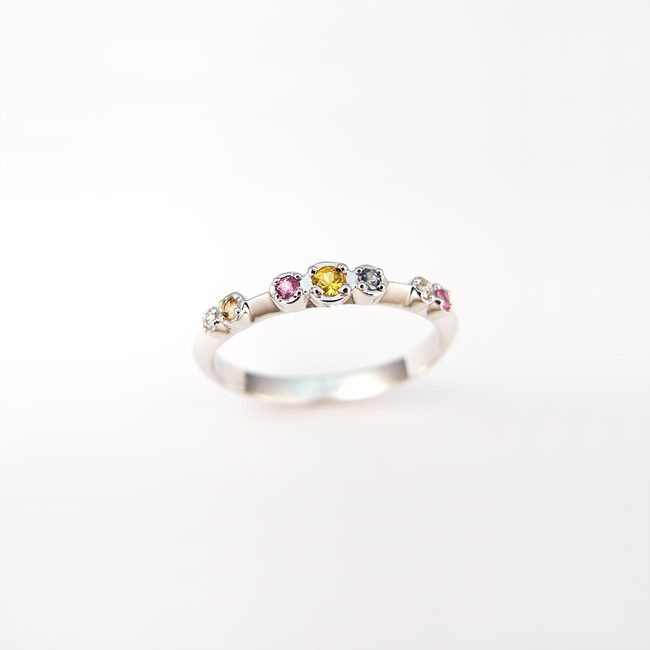 bague colorée diamants saphir rose bleu jaune