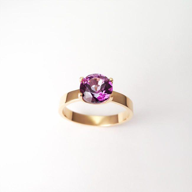 prstan naravni topaz vijoličast zlato