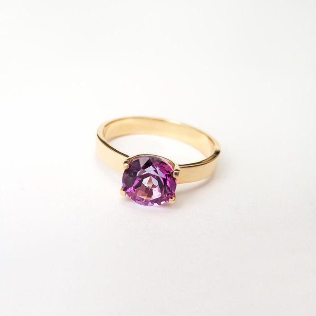 ring with purple round topaz rose gold