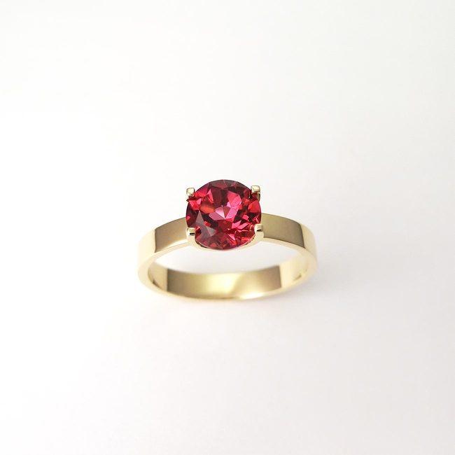 prstan oblika u naravni topaz rdeč rumeno zlato