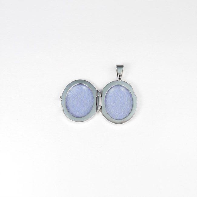 majhen medaljon ovalne oblike