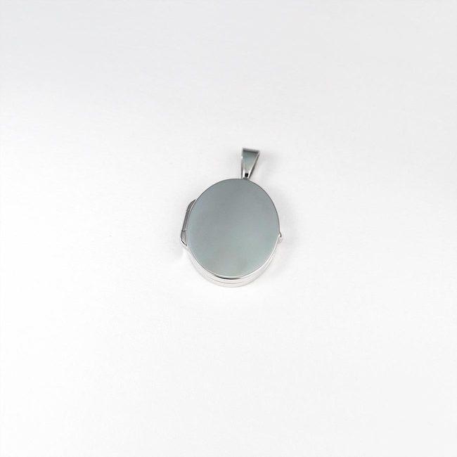 medaljon ovalne oblike majhen