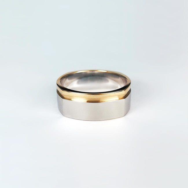 prstan kombinacija belo roza zlato stirikotna oblika moški masiven