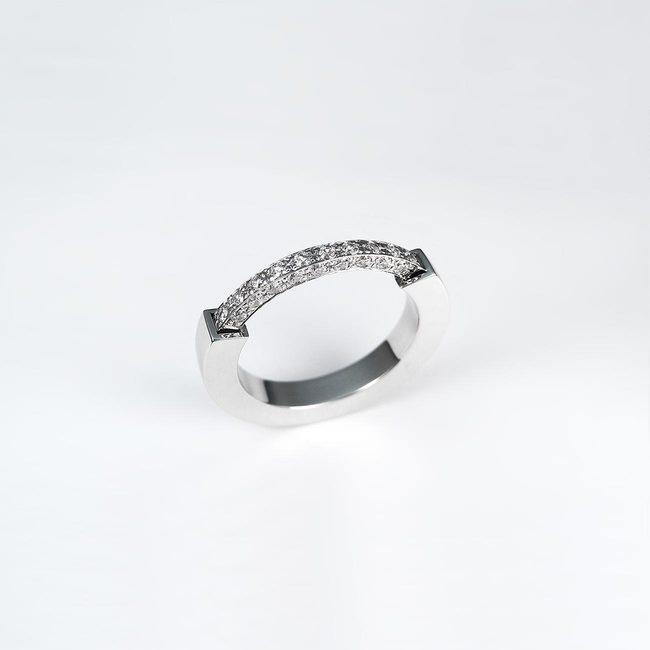 poročni prstan ženski bogata linija diamantov