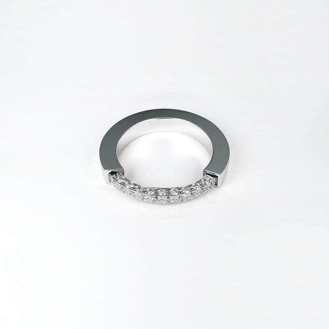 poročni prstan bogat prekinjen dizajn s kamni