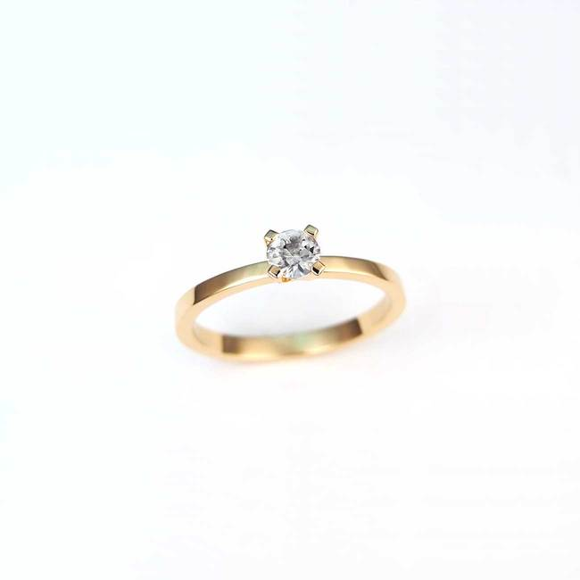 solitaire engagement ring rose gold white diamond