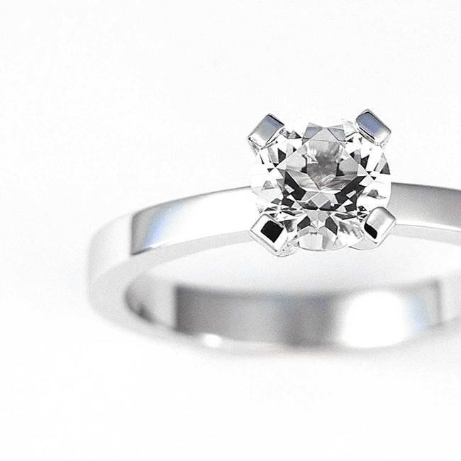 solitaire engagement ring with stone closeup