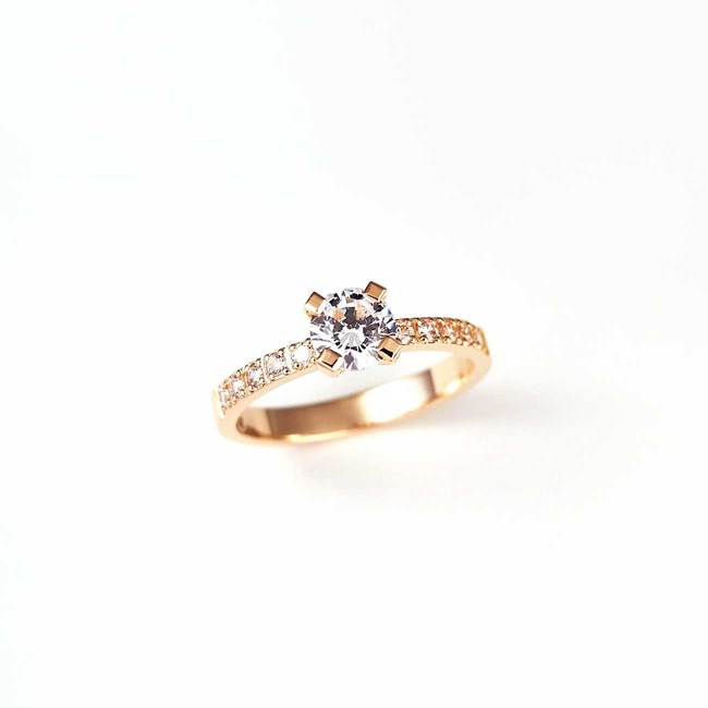 rose gold engagement ring classical diamonds