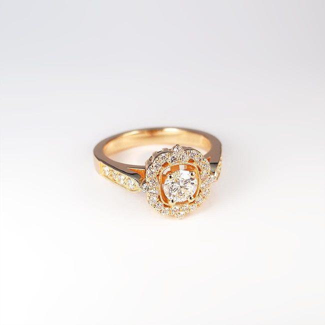 unikaten prstan roza zlato diamanti